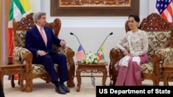 U.S. Secretary of State John Kerry sits with Myanmar Foreign Minister Aung San Suu Kyi before a bilateral meeting at the Ministry of Foreign Affairs in Naypyitaw, Myanmar, May 22, 2016.