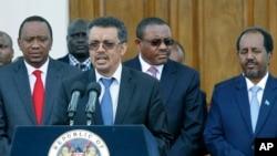 Ministro dos estrangeiros etíope, Tedros Adhanom, Hailemariam Desalegn (C) e presidente somali Hassan Sheikh Mohamud (D)
