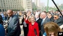 美國國務卿希拉里﹐克林頓於星期三到訪開羅的解放廣場