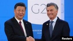 阿根廷總統馬克里在布宜諾斯艾利斯歡迎中國國家主席習近平。(2018年11月30日)