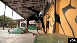 Tổ chức Skateistan sử dụng môn thể thao trợt ván để giúp trẻ em bụi đời ở Kampuchea