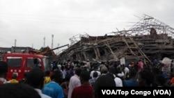 Un immeuble de cinq étages en construction s'est écroulé à Kinshasa, 26 octobre 2016. VOA/Top Congo
