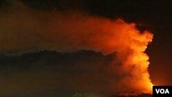 La imagen captada durante la noche muestra la actividad del Monte Etna, el volcán más activo de Europa que volvió a hacer erupción.