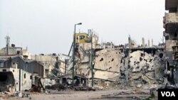 Foto ini dirilis oleh Komite Umum Revolusi Suriah tanggal 7 Maret 2012, menunjukkan salah satu sudut kota Inshaat, Homs yang hancur (Foto: dok).