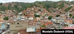 Caracas'ta bir gecekondu mahallesi