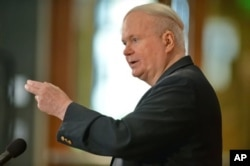 FILE - Author Pat Conroy speaks to a crowd during a ceremony at the Hollings Library in Columbia, South Carolina, May 16, 2014.