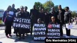 Des Burundais manifestent devant la Maison Blanche, Washington D.C, 12 octobre 2015