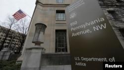 اطلاعیه وزارت دادگستری آمریکا می گوید این دو نفر به جاسوسی برای حکومت ایران متهم شده اند.