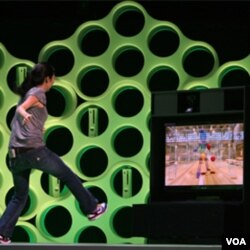 Project Natal detecta el movimiento del cuerpo entero de hasta cuatro personas y lo traduce en instrucciones para el juego.