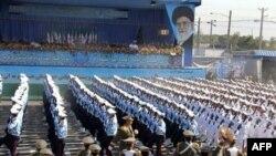 Binh sĩ Iran trong cuộc diễu hành hàng năm tại thủ đô Tehran, đánh dấu 30 năm ngày khởi sự cuộc chiến tranh giữa hai nước Iran-Iraq