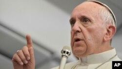 教宗方济各7月29日在记者会上回答问题