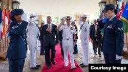 나카타니 겐 일본 방위상(가운데 왼쪽)이 23일 하와이를 방문해 해리 해리스 미 태평양사령관 등 미군 고위 관리들을 만났다. 사진 출처 = 미 태평양 사령부.