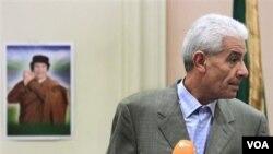 Ansyen minis afè etranjè libyen an Moussa Koussa