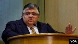 Agustin Carstens, Gubernur Bank Sentral Meksiko yang mencalonkan diri untuk jabatan Kepala IMF.