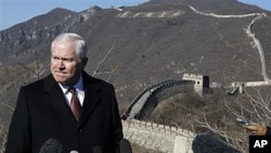 U.S. Defense Secretary Robert Gates talks while visiting the Great Wall in Mutianyu, China, 12 Jan 2011
