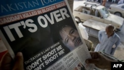Sự cáo chung của chế độ Gadhafi đăng trên trang đầu của một nhật báo ở Pakistan