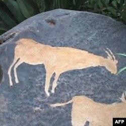 Izrezbareno kamenje u afričkom vrtu