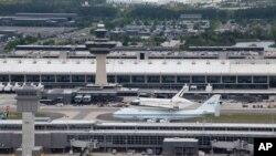 Truyền thông Mỹ loan tin nhà ngoại giao Ali Daghman bị giữ lại tại sân bay quốc tế Dulles và đang đợi trục xuất về Syria.