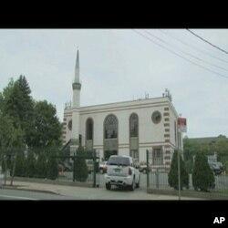 ایک سو مساجد کے شہر میں نئی مسجد کی مخالفت کیوں