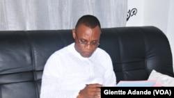 Le député Nazaire Sado, auteur d'une proposition de loi limitant les dépenses les funérailles et fêtes au Bénin, 13 novembre 2015. (VOA/Ginette Fleure Adande)