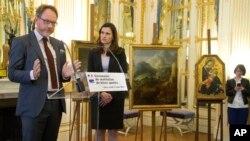 Ֆրանսիայի կառավարության կողմից ֆաշիստների կողմից առևանգված գեղանկարներն օրինական տերերին վերադարձնելու արարողությունը