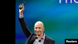 Amazon CEO Jeff Bezos shows off the new 'Fire' smartphone at a news conference in Seattle, Washington, June 18, 2014.
