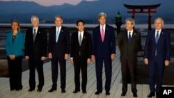 10일 일본 히로시마에 모인 G7 외무장관들이 기념 사진을 촬영하고 있다.