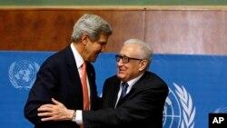 美国国务卿克里与联合国-阿盟叙利亚问题特使卜拉希米(资料照)