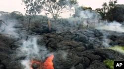 Aliran lahar dari letusan gunung Kilauea terus mendekati perumahan warga kota Pahoa di Hawaii (foto: dok).