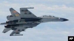Chiến đấu cơ SU-27 của Trung Quốc bay ngang khu vực Biển Đông.