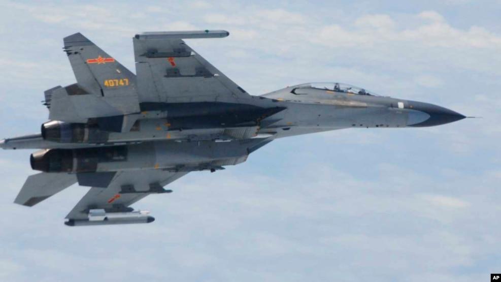 Máy bay chiến đấu SU-27 của Trung Quốc bay trên biển Hoa Đông. (Ảnh: Bộ Quốc phòng Nhật Bản)