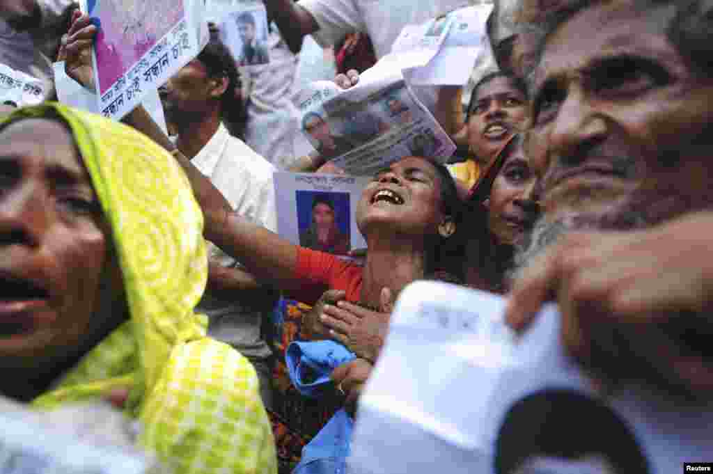Relatives mourn as they look for garment workers, missing after the collapse of the Rana Plaza building in Savar, Bangladesh, May 2, 2013.