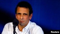 El opositor Henrique Capriles le escribió al papa Francisco horas antes de que se cumpla el encuentro con el presidente Nicolás Maduro en el Vaticano.