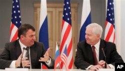 美國國防部長蓋茨與俄羅斯國防部長謝爾久科夫舉行會議