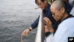 VOA Asia - Liu Xiaobo's ashes scattered at sea