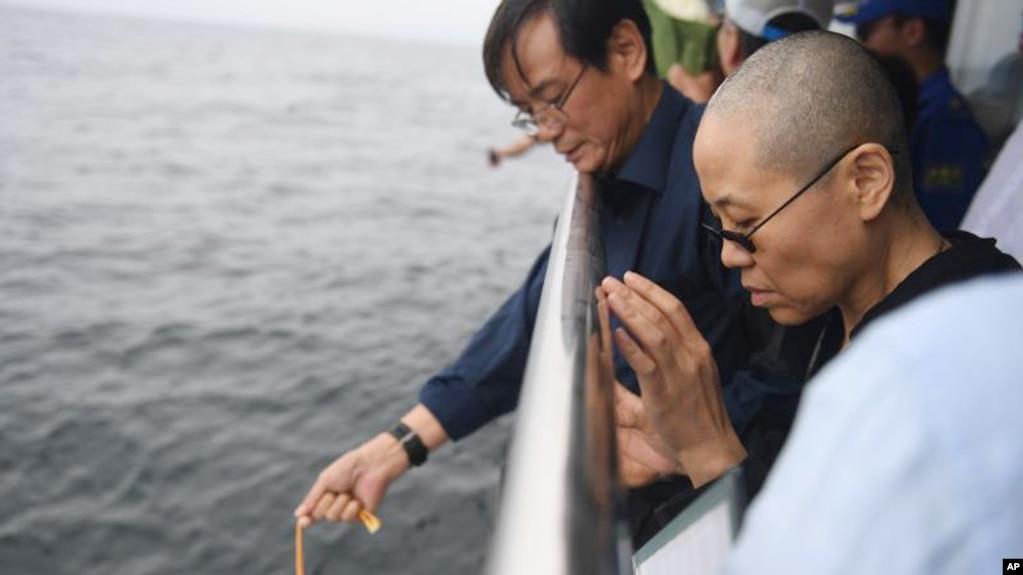 Ông Lưu Hiểu Ba qua đời vì ung thư, tro được rải xuống biển