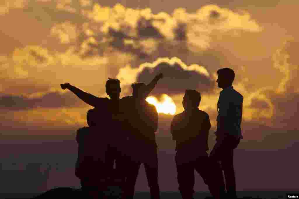 "People watch the sun rise on New Year's Day in ""Gaviota Azul"" beach in Cancun, Mexico."