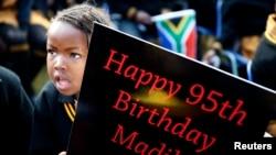ປ້າຍອວຍພອນວັນເກີດ ອາຍຸ 95 ປີ ຂອງທ່ານ Mandela