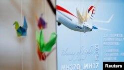 Tưởng niệm các nạn nhân của hai chuyến bay MH370 và MH17 được thiết lập tại Trung tâm Xiao En Bereavement, Kuala Lumpur.
