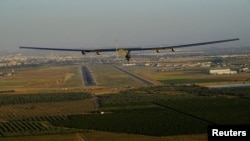 El avión Solar Impulse 2 llegó a Sevilla, España, procedente de Nueva York, el jueves, 23 de junio de 2016.