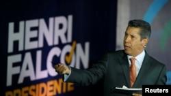 El candidato presidencial opositor venezolano Henri Falcón propone dolarizar la economía del país.