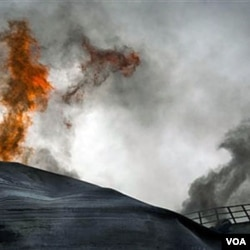 Serangan udara NATO di kota Ajdabiya, sebelah selatan Benghazi, Libya (21/3).