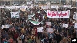 D叙利亚示威者12月9日举行抗议反对总统阿萨德的示威