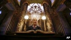 El actor británico apareció en la película Harry Potter Reliquias de la Muerte.