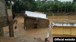 Esta foto del portal Gofundme.com muestra los daños causados por un río crecido a causa de las intentas lluvias en República Dominicana.