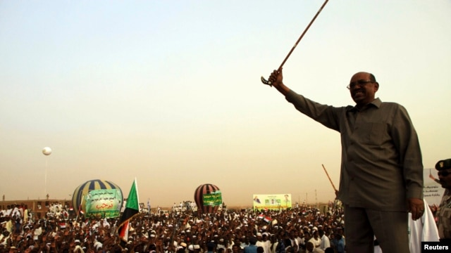 President Omar Hassan al-Bashir addresses crowd, North Khartoum, June 8, 2013.