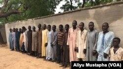 Wasu kwamandojin mayakan Boko Haram da suka shiga hannun sojojin Nigeria