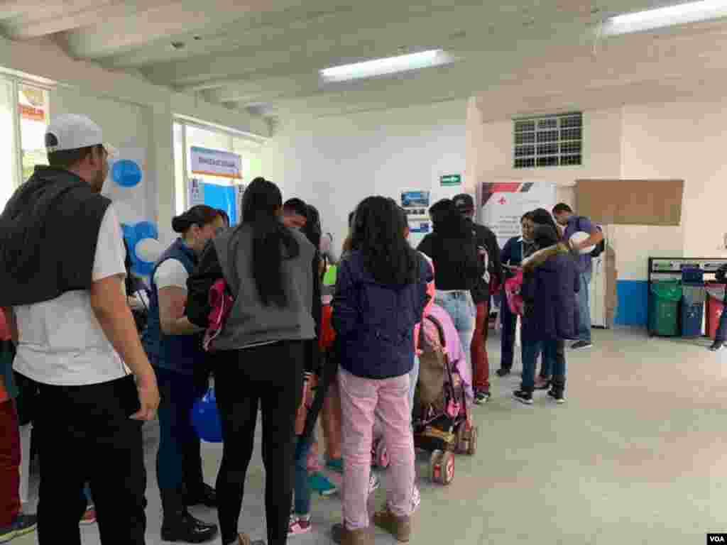 La jornada integral de atención a desplazados y migrantes venezolanos se llevó a cabo en el barrio Lisboa, en la localidad de Suba, Bogotá.