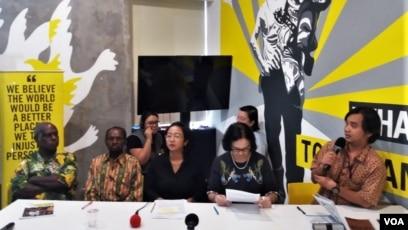 Diskusi publik 4 tahun kasus Paniai Berdarah di kantor Amnesty Internasional Indonesia hari Jumat (7/12). ( Foto: VOA/Fathiyah)