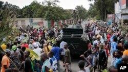 Burundi poytaxti Bujumburada namoyishchilar davlat to'ntarishi haqidagi xabarni olqishlamoqda, 13-may, 2015-yil